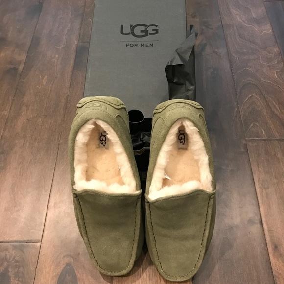 cfcfcd41cf6 UGG mens ascot suede slipper moss green 8 NWT